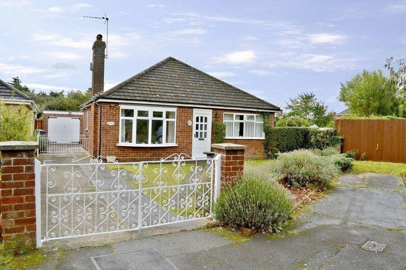2 Bedrooms Detached Bungalow for sale in Montrose Close, North Hykeham