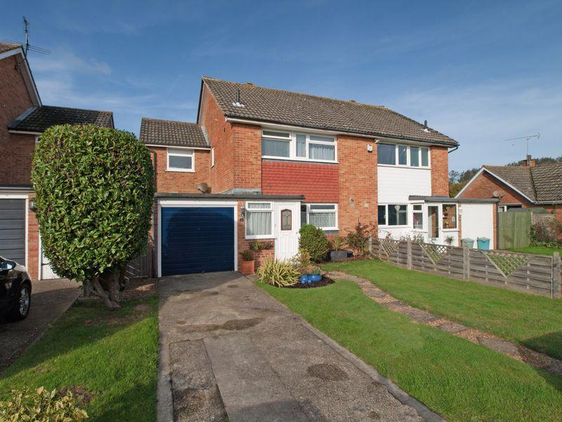 4 Bedrooms Semi Detached House for sale in Felpham, West Sussex