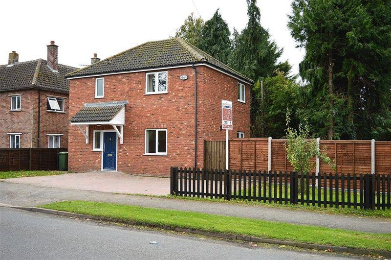 3 Bedrooms Detached House for sale in East Road Watton