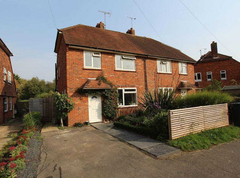 3 Bedrooms Semi Detached House for sale in Weald Close, Hurstpierpoint