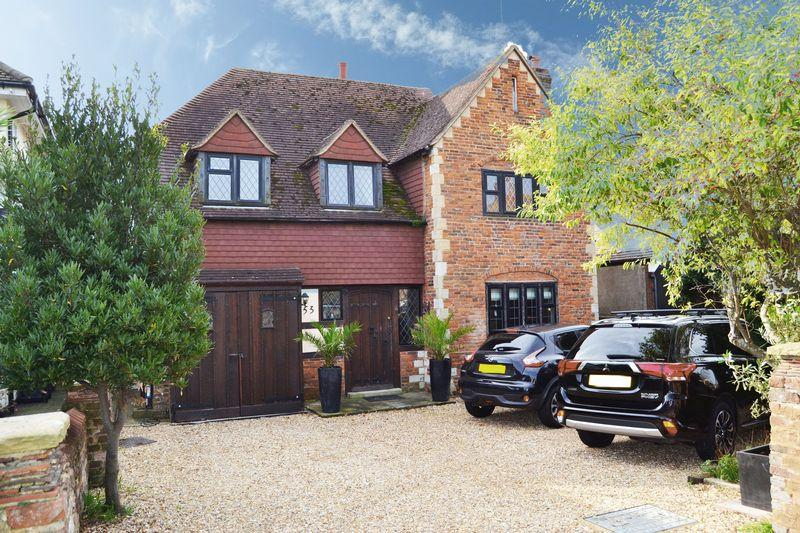 4 Bedrooms Detached House for sale in West Worthing