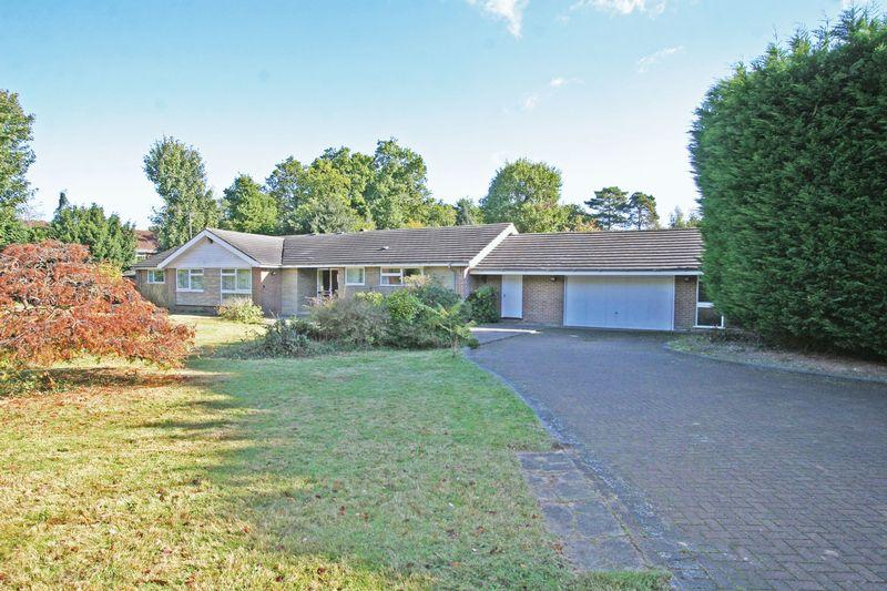 5 Bedrooms Detached Bungalow for sale in Parsonage Lane, Farnham Common, Buckinghamshire SL2
