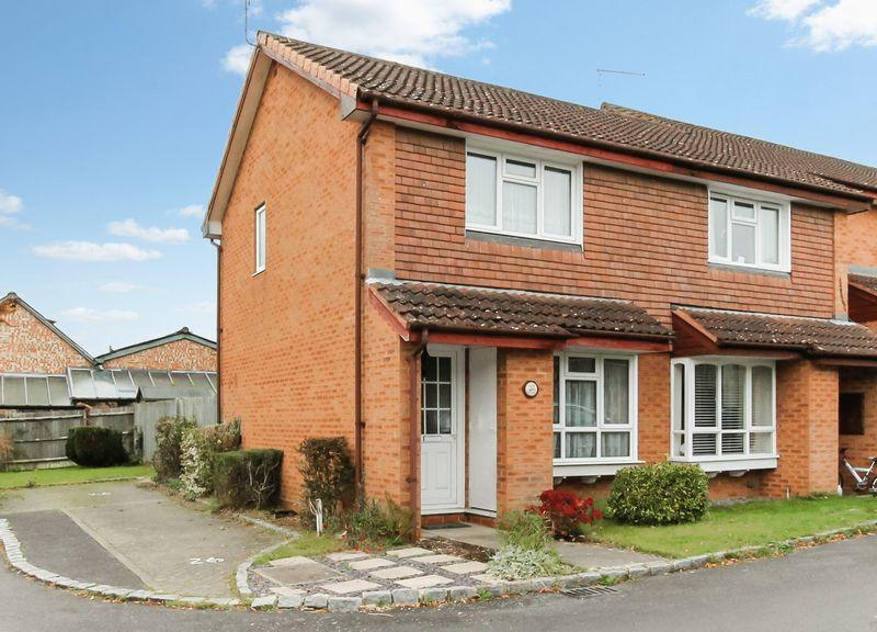 2 Bedrooms End Of Terrace House for sale in Little Thatch, Godalming