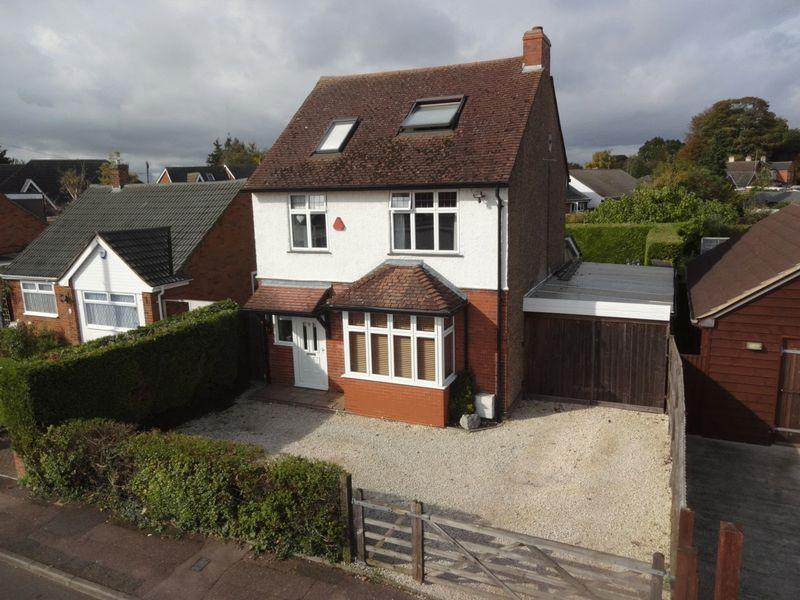 5 Bedrooms Detached House for sale in Dunstable Road, Houghton Regis