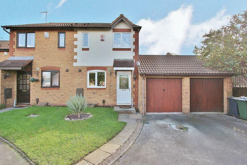 2 Bedrooms Semi Detached House for sale in Avern Close, Tipton