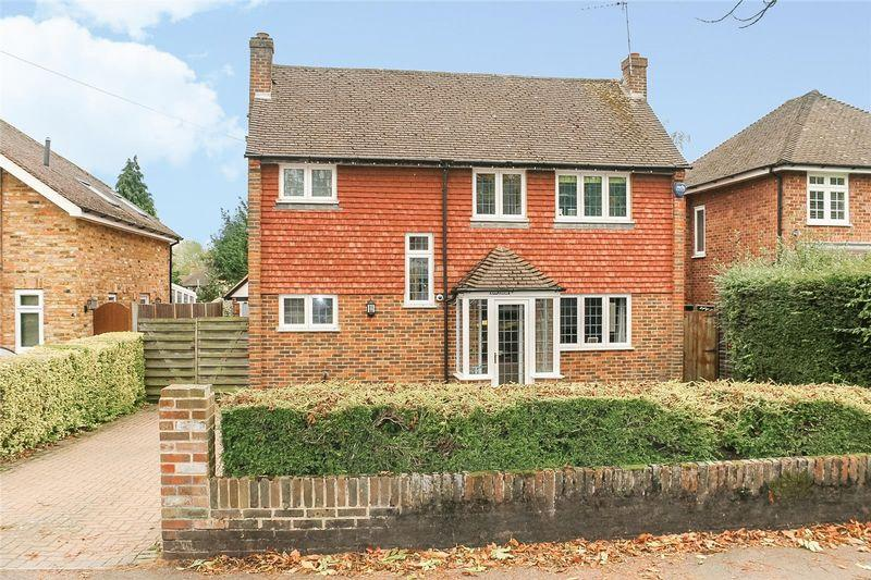 4 Bedrooms Detached House for sale in FETCHAM - CLOSE TO VILLAGE