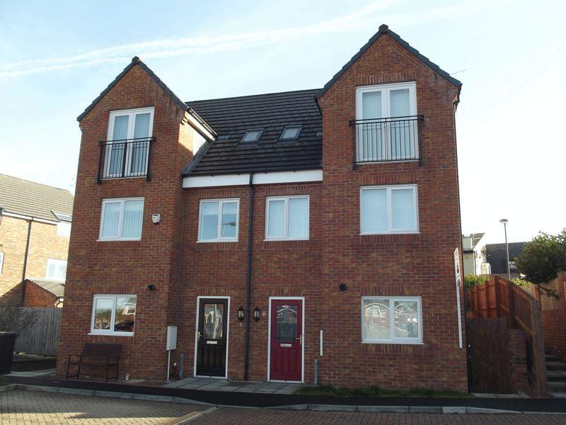 3 Bedrooms Town House for rent in The Chase, Bedlington