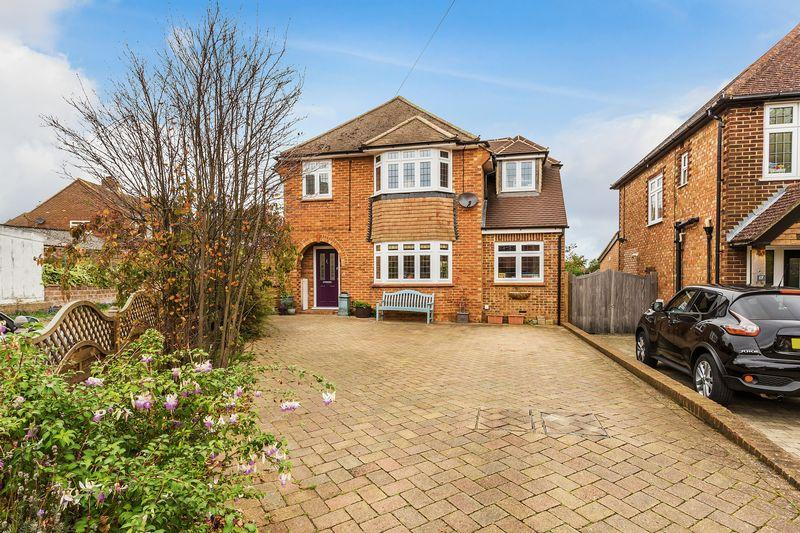 3 Bedrooms Detached House for sale in Waltham Avenue, Guildford