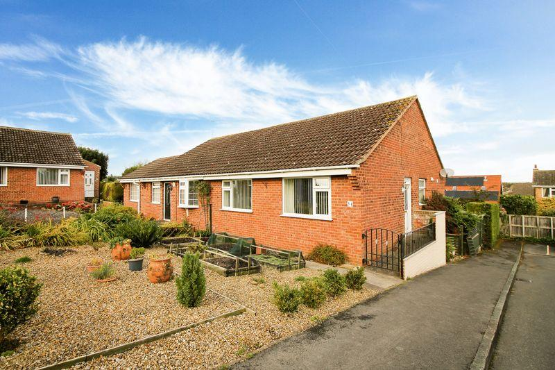 2 Bedrooms Semi Detached Bungalow for sale in Moorside Dale, Ripon