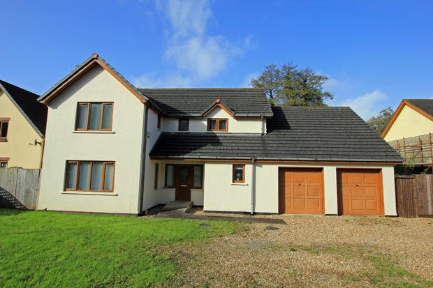 5 Bedrooms Detached House for sale in Riverside, Llanddowror, St. Clears, Carmarthenshire