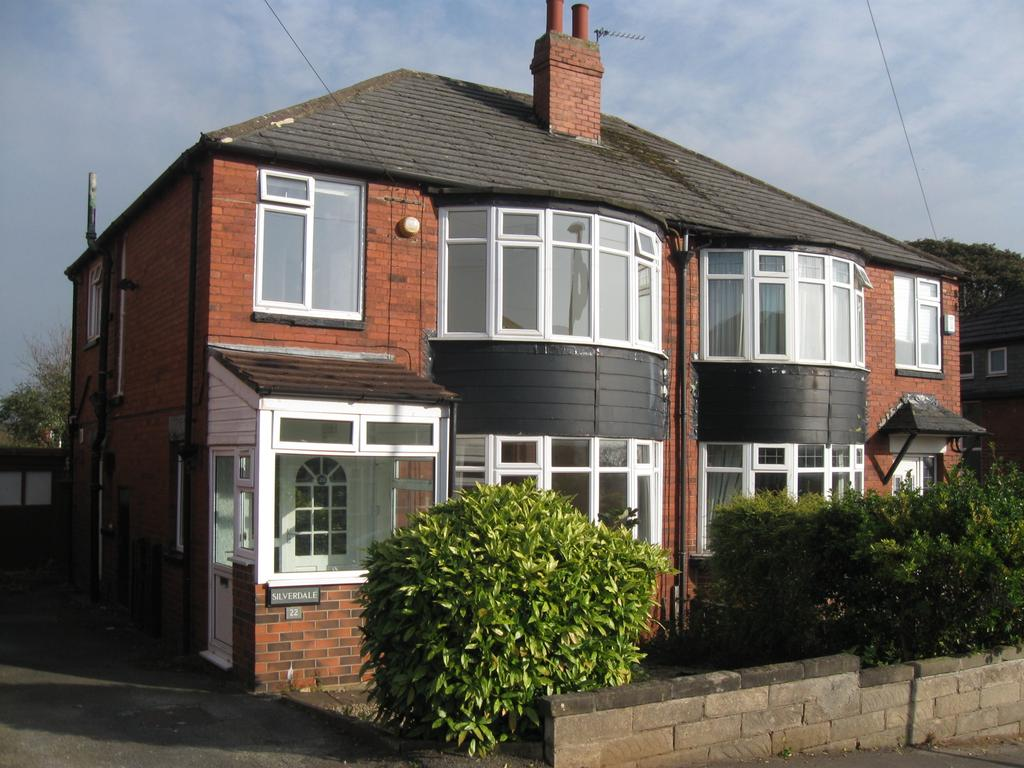 3 Bedrooms Semi Detached House for sale in Chelwood Grove, Leeds LS8