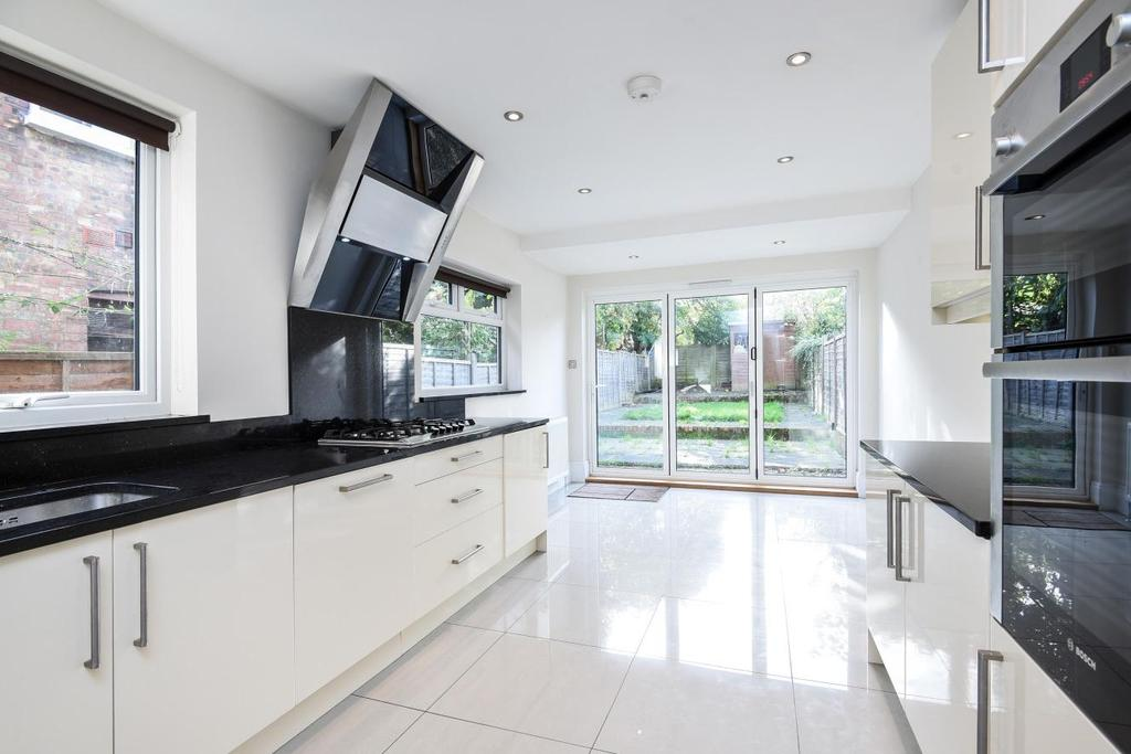 4 Bedrooms Terraced House for sale in Bedford Road, East Finchley