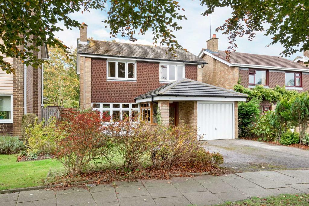 4 Bedrooms Detached House for sale in Chiltern Way, Tring