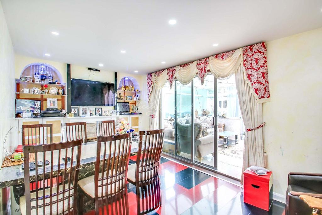 3 Bedrooms Terraced House for sale in Vine Cottages, E1