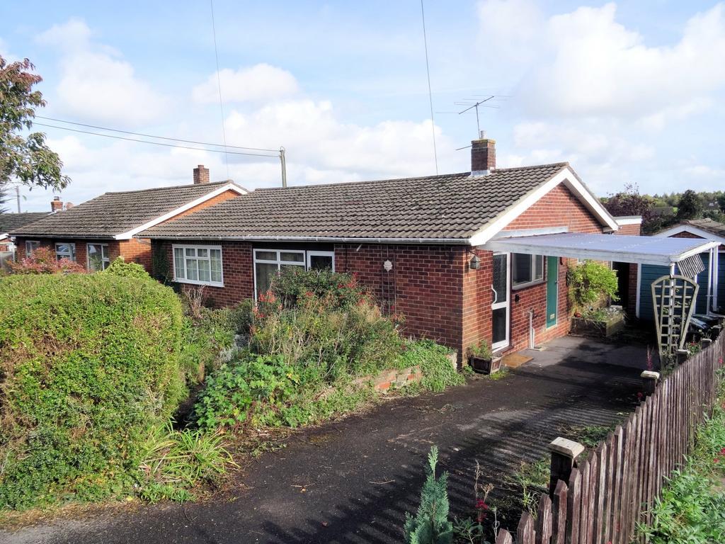 3 Bedrooms Detached Bungalow for sale in Alexander Road, Overton