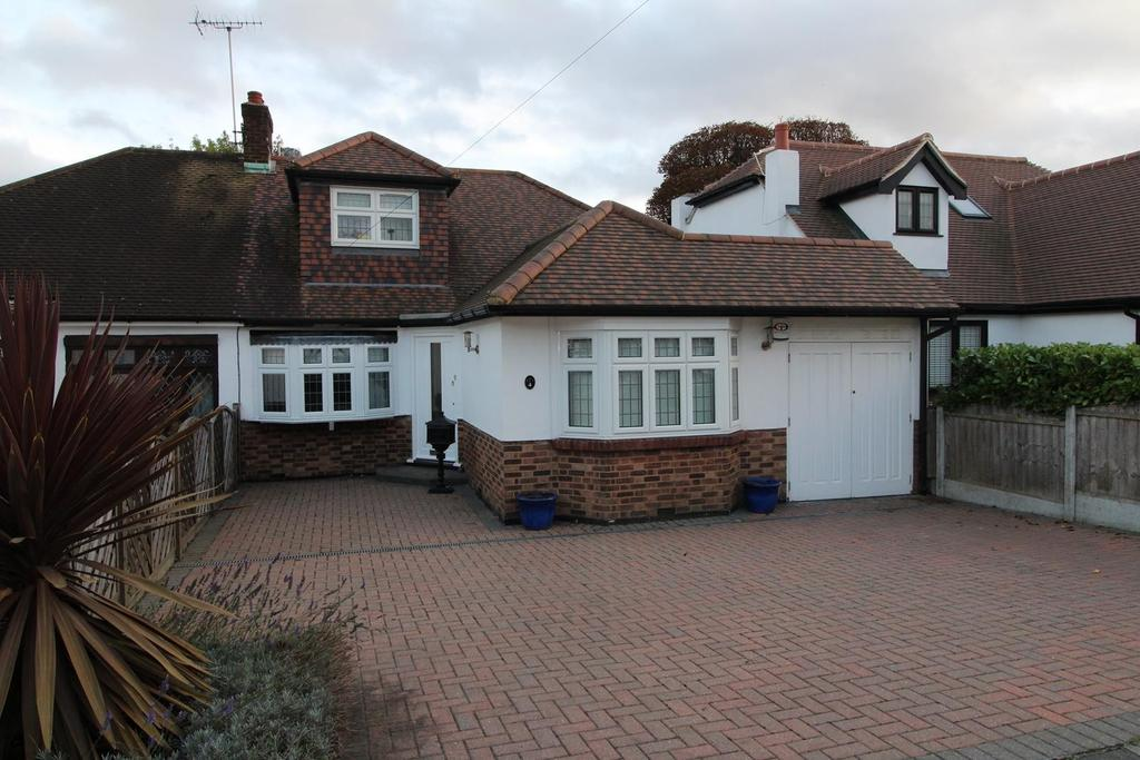 4 Bedrooms Semi Detached House for sale in Foxhall Road, Upminster, Essex, RM14