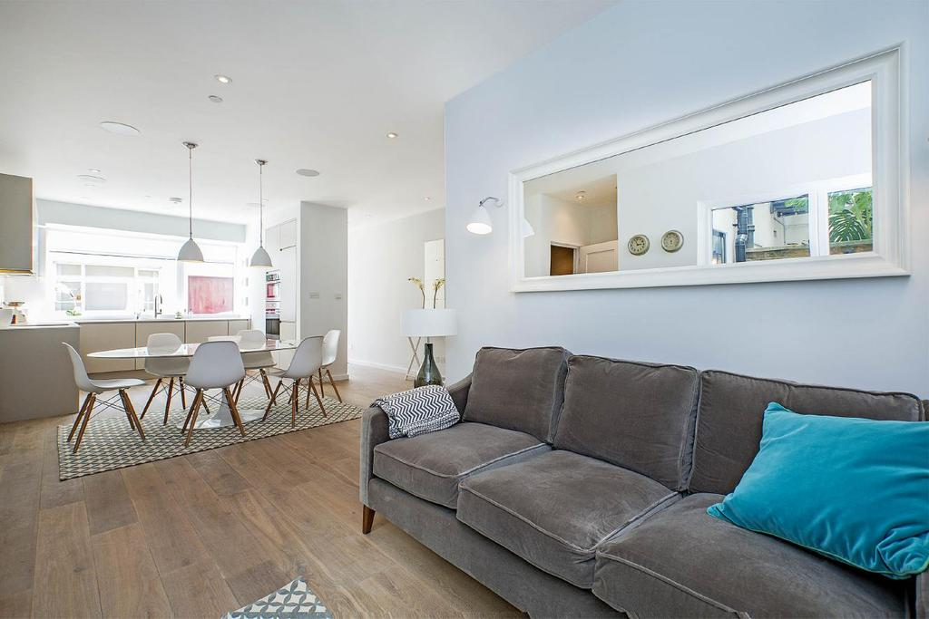 4 Bedrooms Mews House for sale in Queens Mews, Bayswater