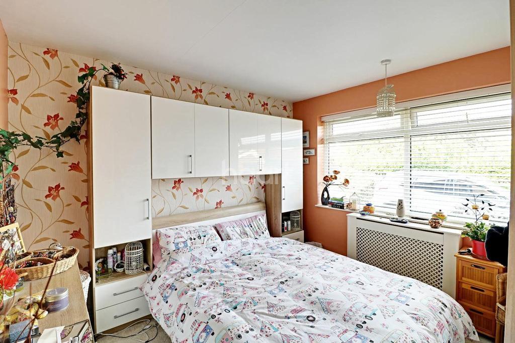 2 Bedrooms Bungalow for sale in Hidden Away In Stopsley Catchment