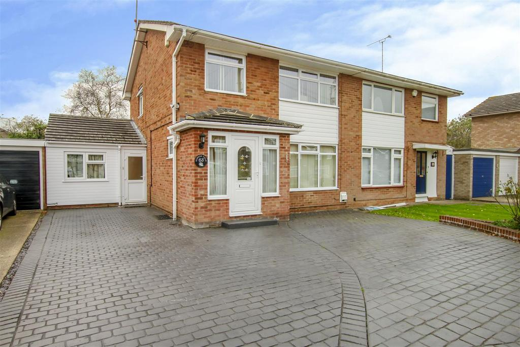 4 Bedrooms Semi Detached House for sale in Glovers Field, Kelvedon Hatch, Brentwood
