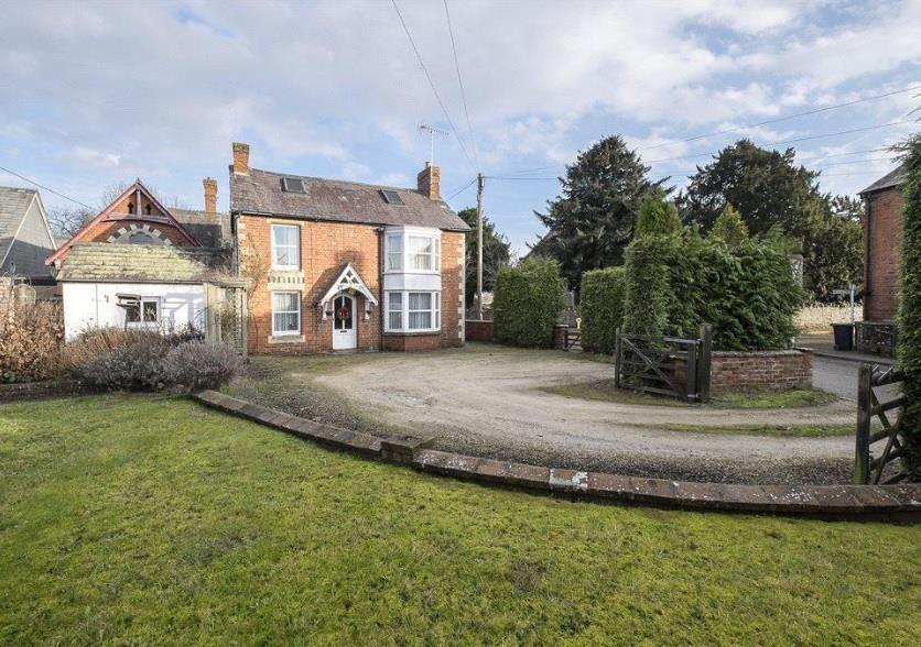 3 Bedrooms Detached House for sale in Ivington