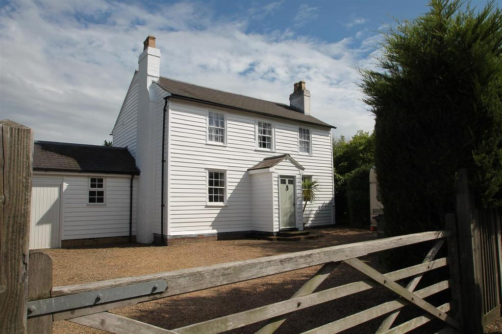 3 Bedrooms Detached House for sale in Heath Road, Coxheath