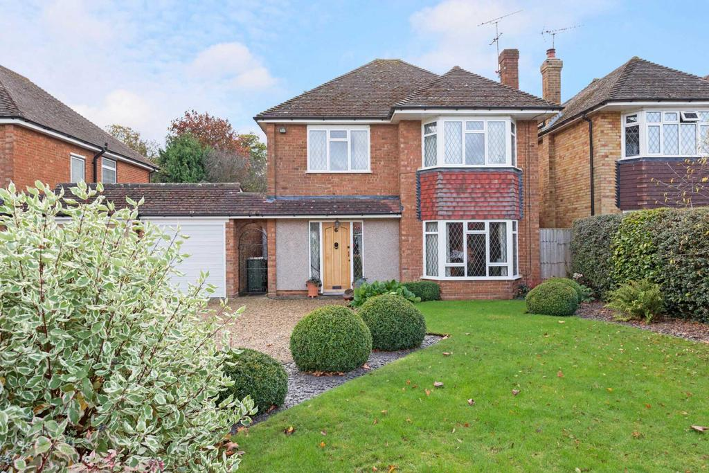 4 Bedrooms Link Detached House for sale in Grange Road, Tring