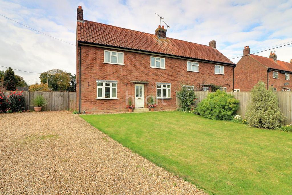 3 Bedrooms Semi Detached House for sale in Rougholme Close, Gressenhall
