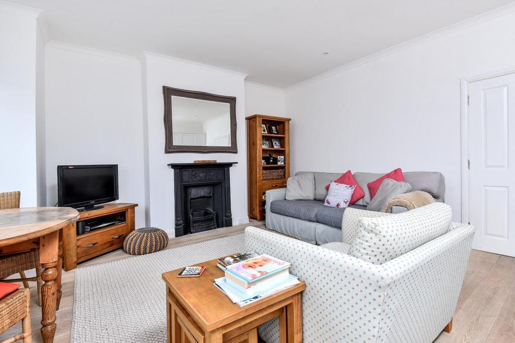 2 Bedrooms Flat for sale in Ribblesdale Road, Furzedown