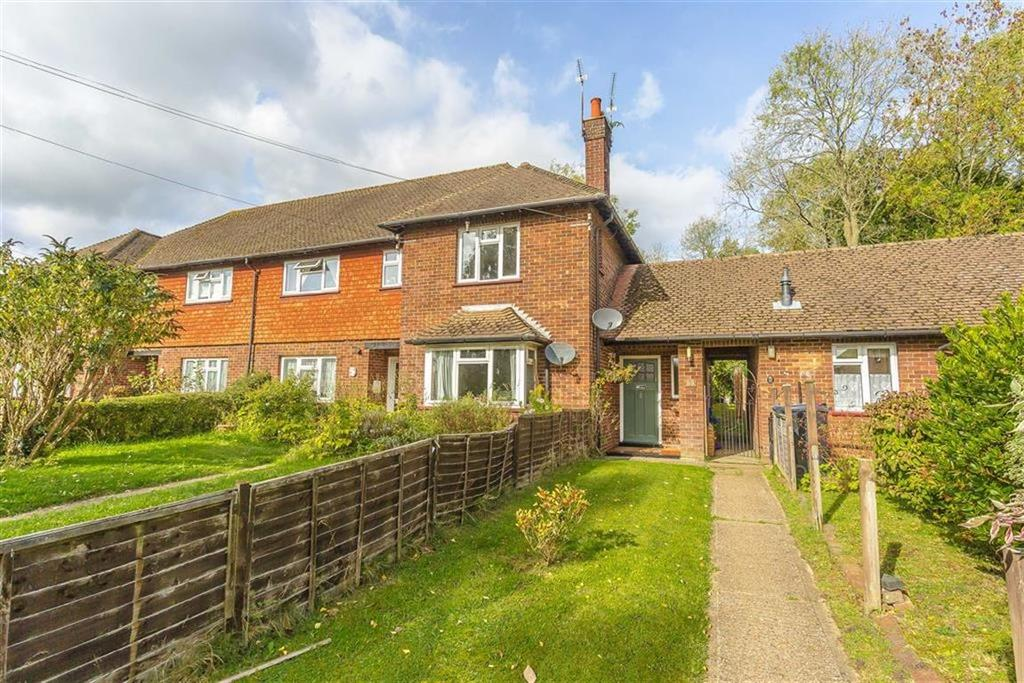 2 Bedrooms Maisonette Flat for sale in Westlands Way, Oxted, Surrey
