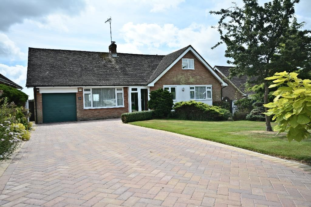 4 Bedrooms Bungalow for sale in Claverham Way, Battle