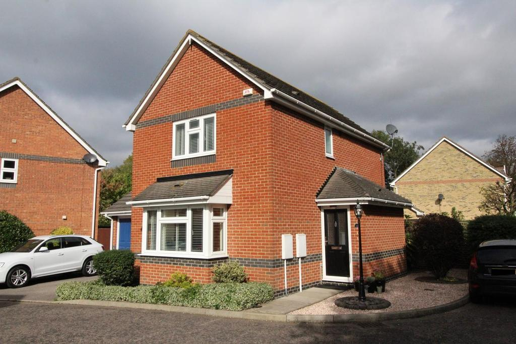 3 Bedrooms Detached House for sale in Hazel Drive, South Ockendon, Essex, RM15