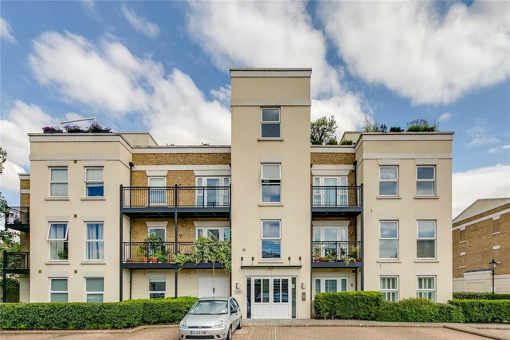 2 Bedrooms Flat for sale in Churchill Court, 2 Wadham Mews, London