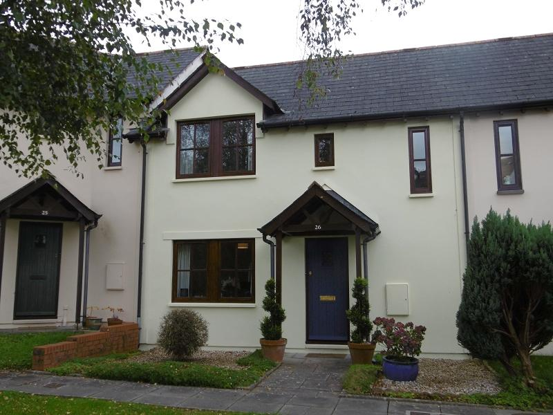 2 Bedrooms Terraced House for sale in Maes Y Farchnad , Llandeilo, Carmarthenshire.