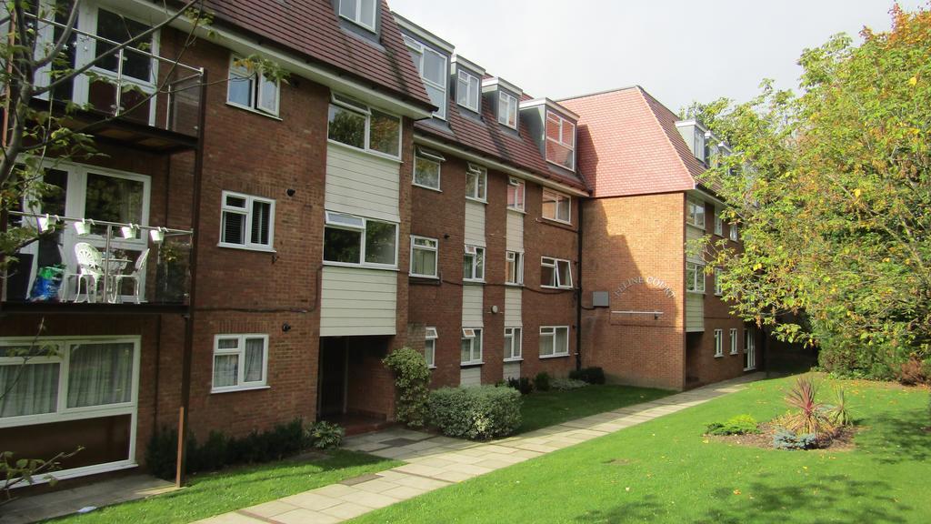2 Bedrooms Flat for sale in Feline Court, Cat Hill, East Barnet, Herts EN4