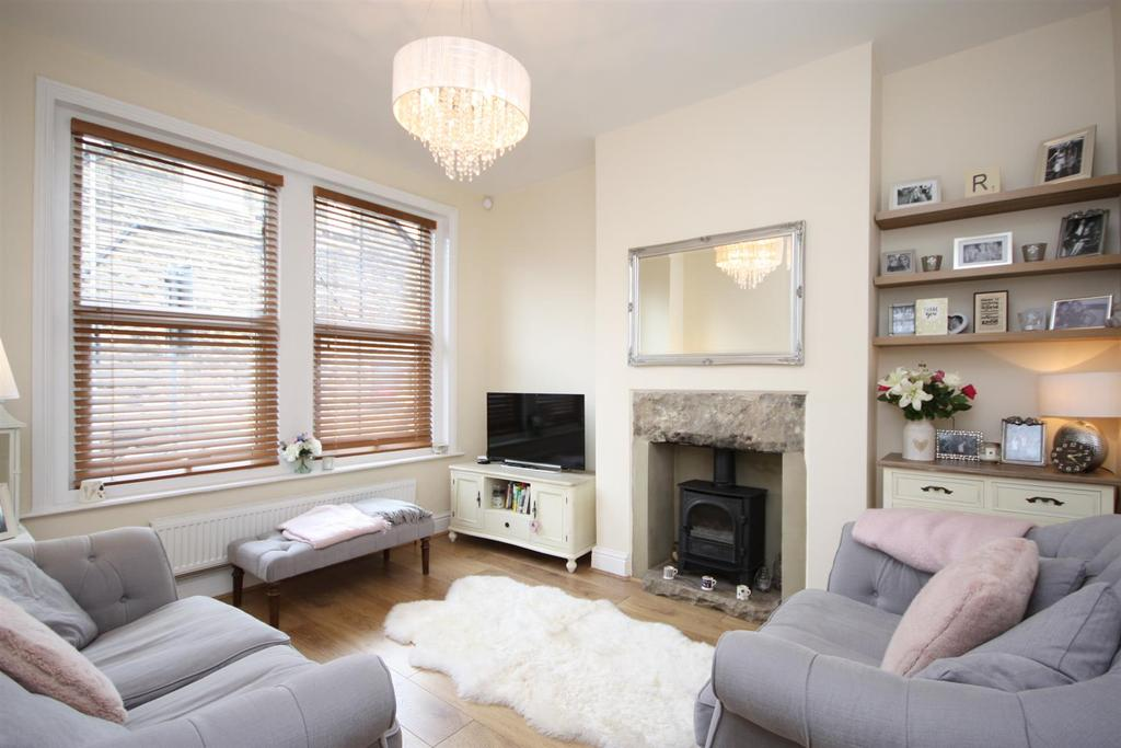 3 Bedrooms Terraced House for sale in Charles Street, Horsforth