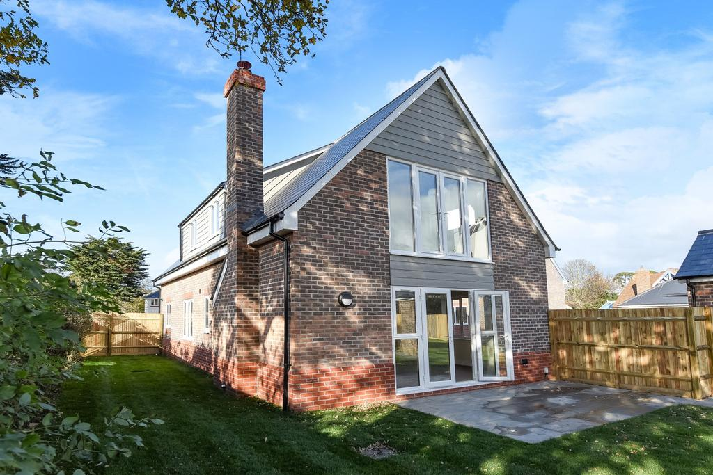 3 Bedrooms Detached House for sale in Bound Lane, Hayling Island, PO11