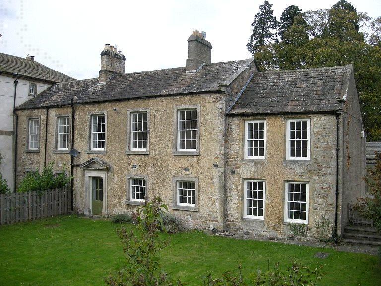 4 Bedrooms Semi Detached House