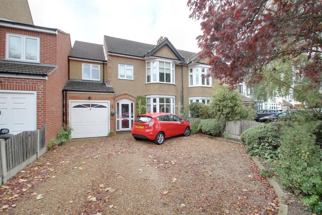 4 Bedrooms Semi Detached House for sale in Pettits Lane