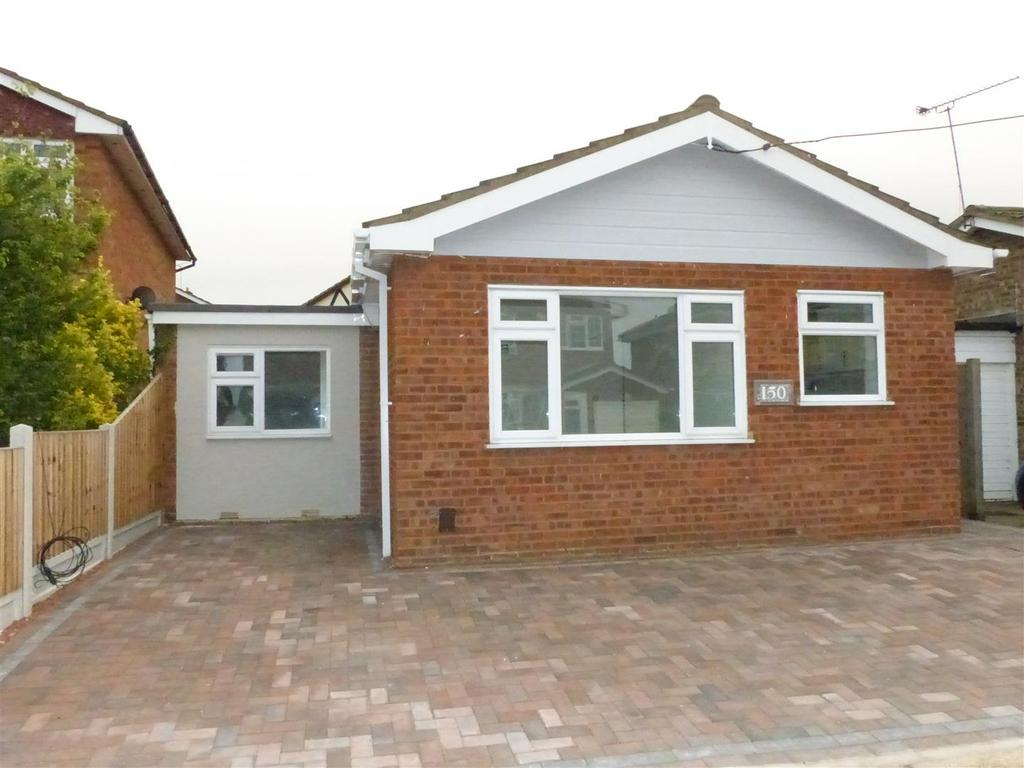 2 Bedrooms Detached Bungalow for sale in Church Parade, Canvey Island
