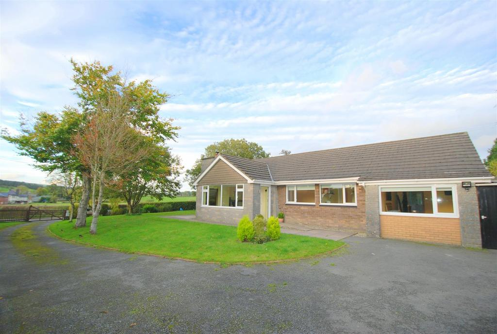 3 Bedrooms Detached Bungalow for sale in St. Harmon, Rhayader