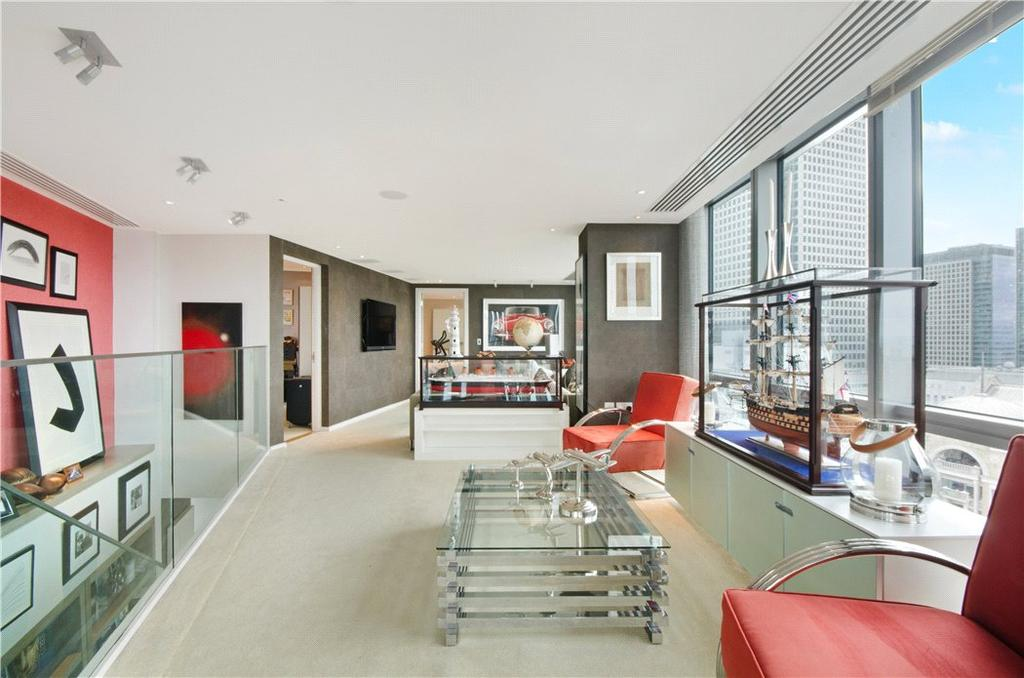 2 Bedrooms Flat for sale in West India Quay, 26 Hertsmere Road, Nr Canary Wharf, London, E14