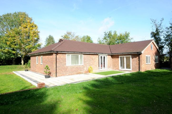 6 Bedrooms Bungalow