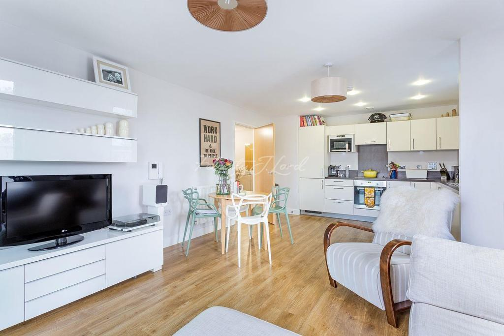 2 Bedrooms Flat for sale in Thomas Tower, Hackney, E8