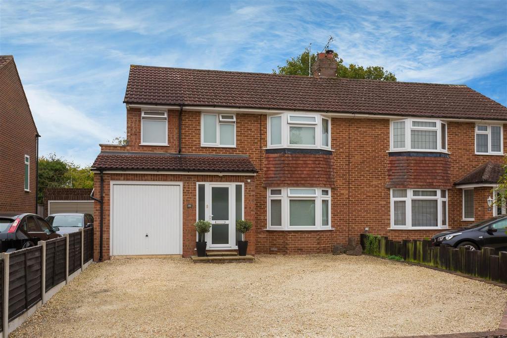 3 Bedrooms Semi Detached House for sale in Greenlands, Flackwell Heath