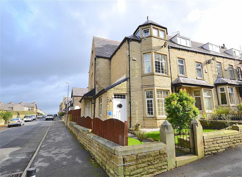 5 Bedrooms Terraced House for sale in Scott Park Road, Burnley, Lancashire