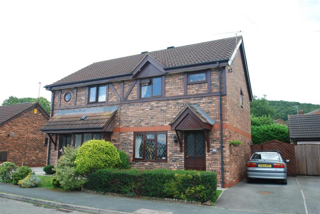 3 Bedrooms Semi Detached House for sale in Helsby