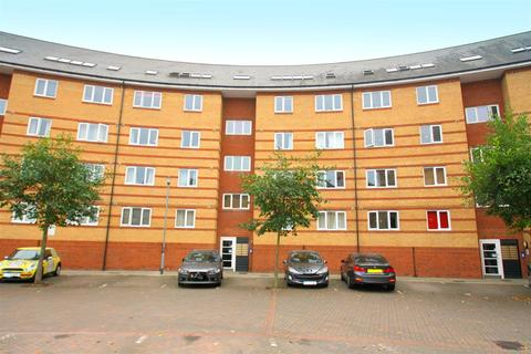 2 bedroom penthouse to rent - St. Peters Street, Maidstone
