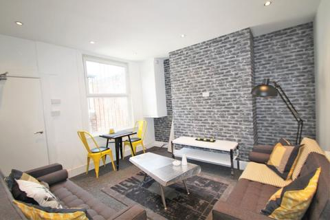 5 bedroom terraced house to rent - Norwood Place, Hyde Park, LS6 1DY