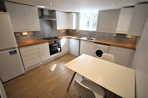 5 bedroom house to rent - School View, Hyde Park, LS6 2LL