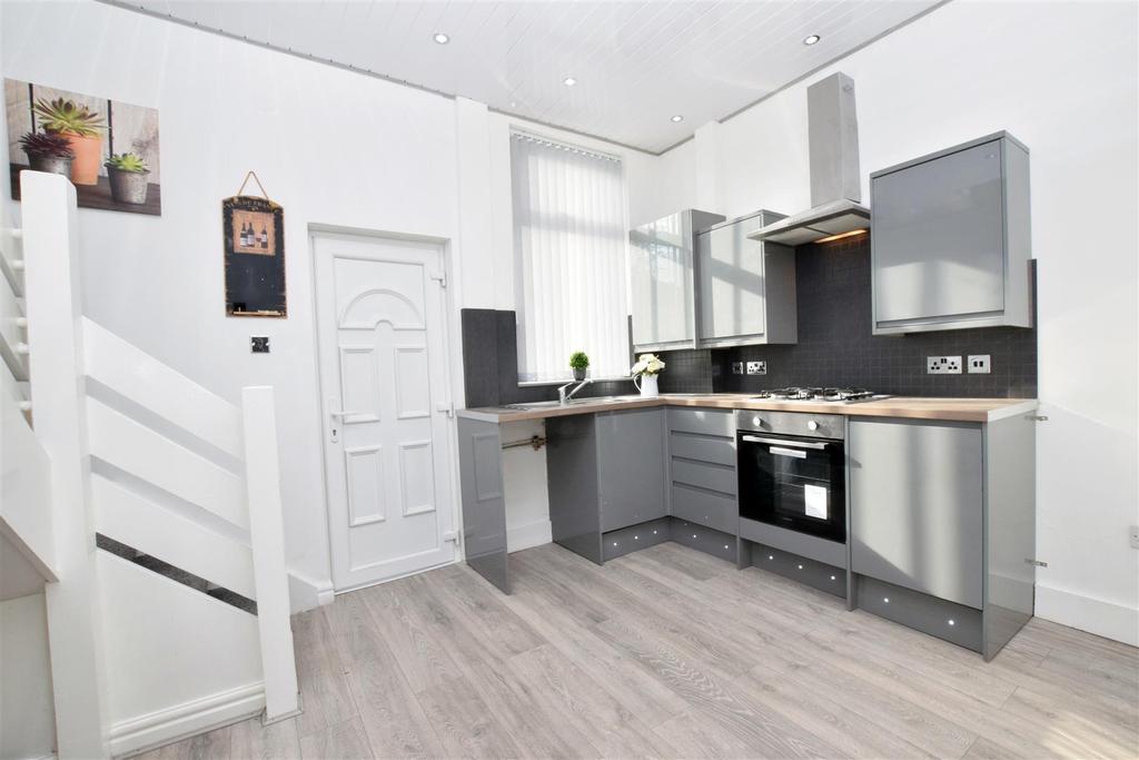 2 Bedrooms Terraced House for sale in Grimshaw Lane, Middleton, Manchester